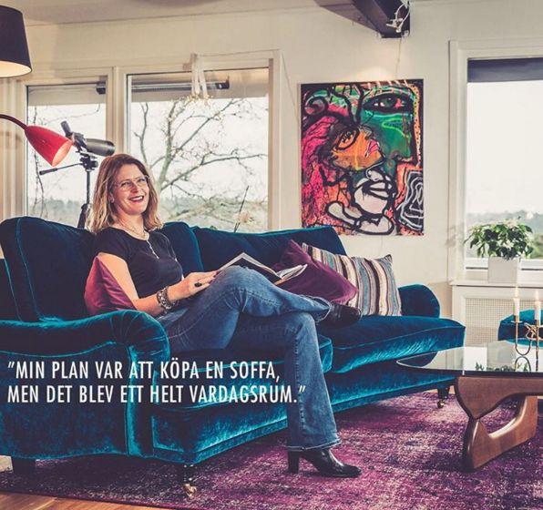 Blå sammetssoffa Lejonet i howardmodell Howard, soffa, vardagsrum, sammet, sammetsmöbler