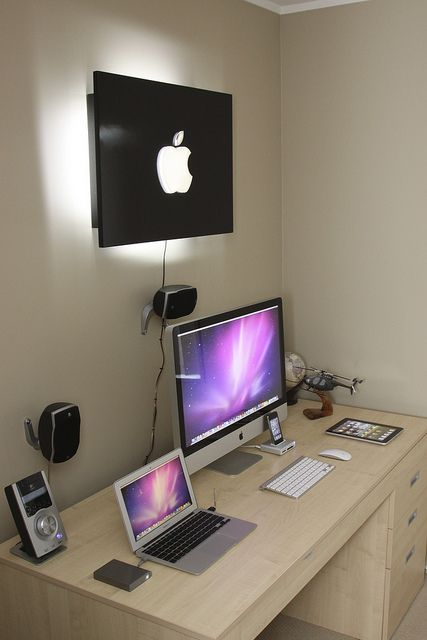 nice  setup.. This would be a room in my house that is for working. then I would have another room for windows and gaming <3 Dream come true.