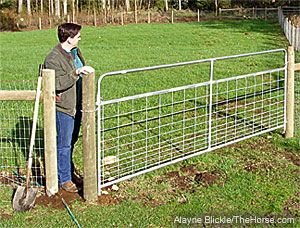 small gap in fencing to let you through, but not the 4