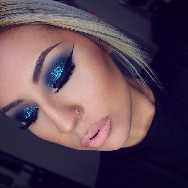 Blue smokey eyes   Details: @makeupforeverofficial blue glitter and @maccosmetics plumage & carbon shadows  @anastasiabeverlyhills milkshake liquid lipstick with Mac oak lip liner
