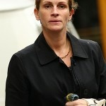Somewhat #Pretty Woman #Julia Roberts showed the world her blank-slated face while heading out to take twins Hazel and Phinnaeus to a play date at a friend's home in 2008.