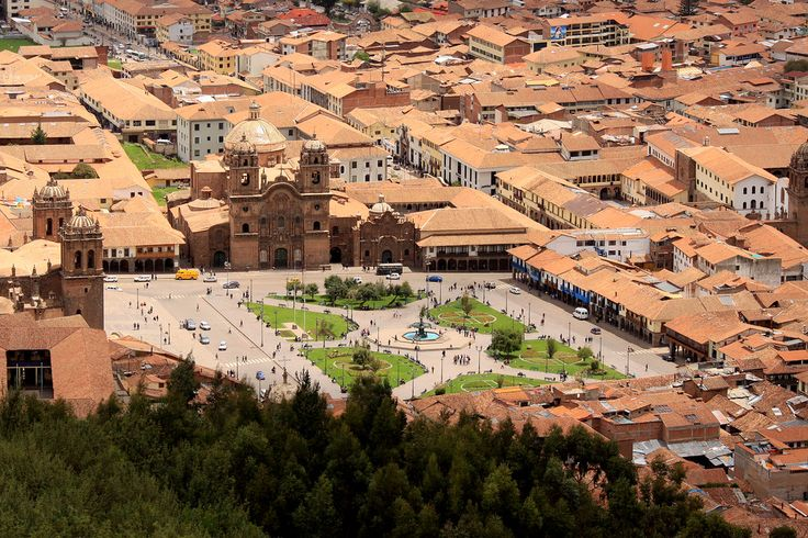 Plazza de Armas, Cusco, #Peru.  During the Inca Empire the square was called Huacaypata or Aucaypata.  The Cusco #Cathedral to the left of frame was constructed between 1559 and completed in 1669.  It is built on the site where the Inca Wiracochas Palace once stood.  The southeastern side (centre of frame) is the the church of La Compania also built in the 16th century on the Inca foundations of the Palace of Huayna Capac.  #travel #photography #southamerica