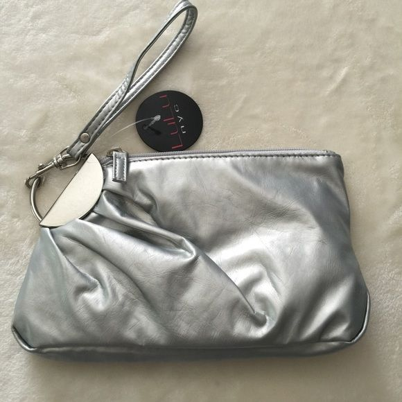 Nyc Clutch Wristlet Silver Metallic