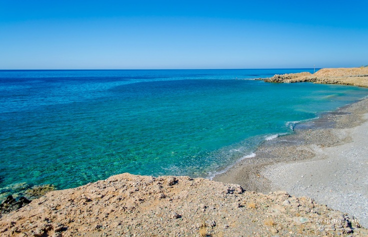 Crystal  waters in one of the many bays of  #Ierapetra waiting to be discovered. | Σμαραγδένια νερά σε ένα από τα πολλά κολπάκια της Ιεράπετρας που περιμένουν να τα ανακαλύψουμε.