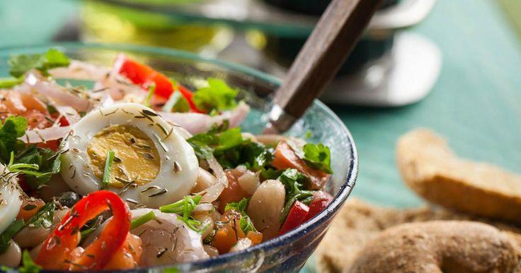Μια πολύ καλή ιδέα για την κατανάλωση των οσπρίων ως σαλάτα, πλούσια σε φυτικές ίνες, βιταμίνες του συμπλέγματος Β και σίδηρο. Μπορεί να καταναλωθεί και ως κυρίως γεύμα.