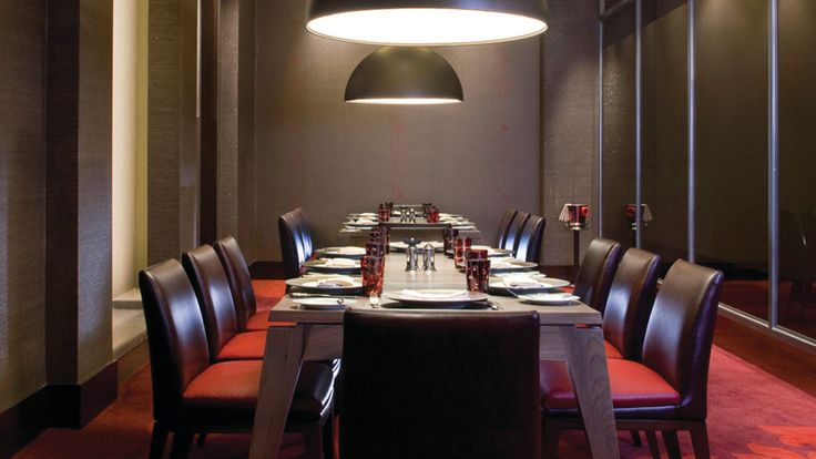 With an exquisite private dining room that accommodates up to 16 guests, ROSSO at Four Seasons Hotel Riyadh is an ideal exclusive venue for your next business meeting or special occasion.
