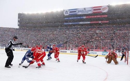 2014 NHL Winter Classic: Toronto Maple Leafs vs. Detroit Red Wings..Leafs win 3-2:):)