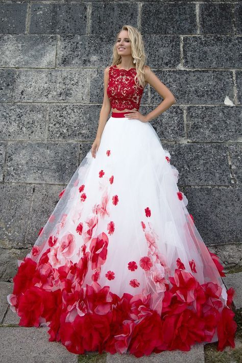 e52b7372bba Robe de mariée princesse rouge et blanche
