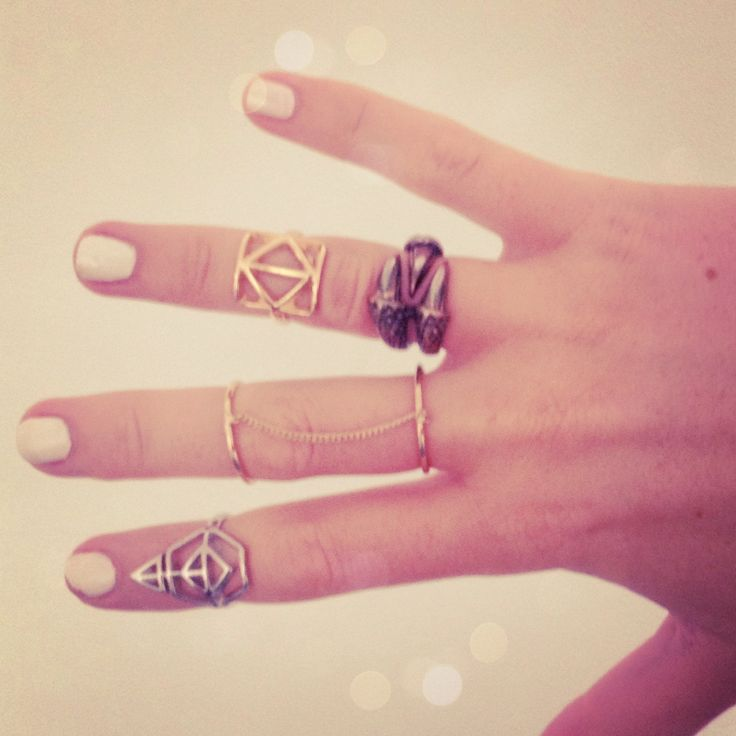 Rings, finger swag , above knuckle rings, ring stacks, silver rings, gold rings, boho, mixed metals, jewellery, fashion, rings trend