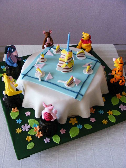 Can it get any cuter?!  Winnie the Pooh and his buddies eating birthday cake, awesome!
