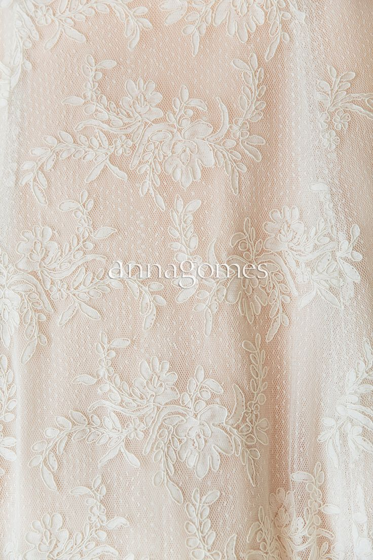 Laced wedding dress at Los Cabos Wedding ©annagomes