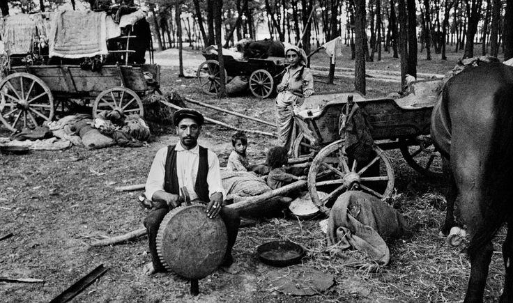 Arborria | Țiganii din România, într-o serie de imagini fascinante ale unuia dintre cei mai mari fotografi
