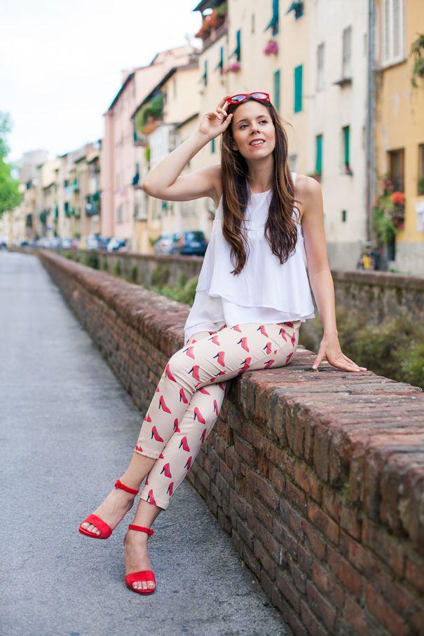 #fashion #fashionista @ireneccloset Stampa scarpe: tacchi rossi suI pantaloni e ai piedi, che look!