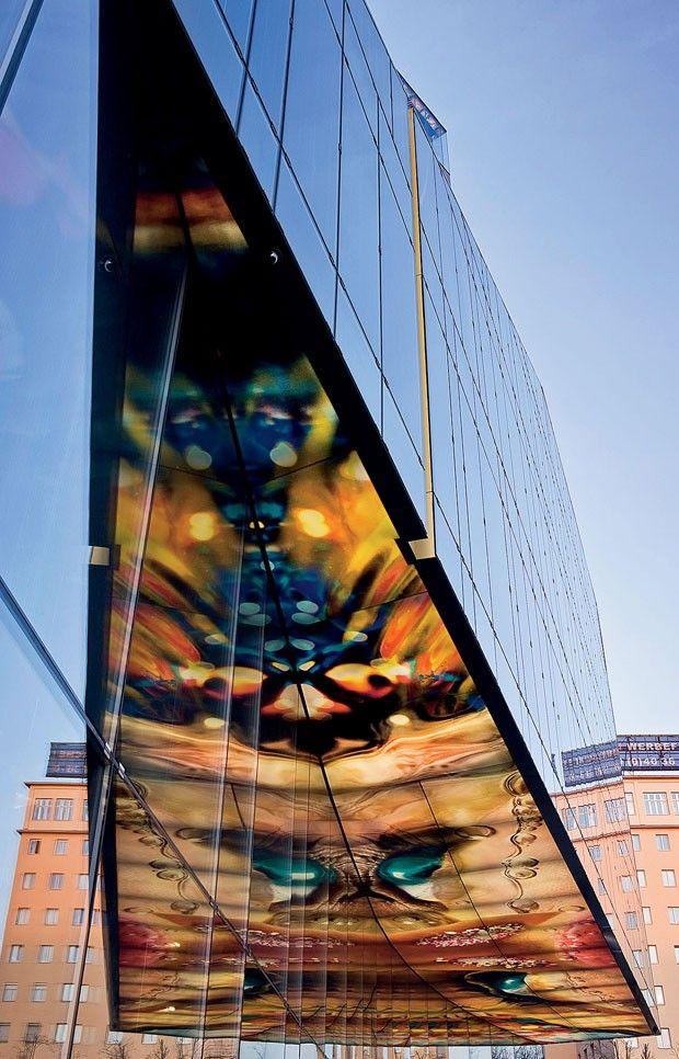 Hotel Sofitel Vienna Stephansdom, obra de Jean Nouvel – o teto do bar e restaurante Le Loft exibe instalação luminosa de Pipilotti Rist