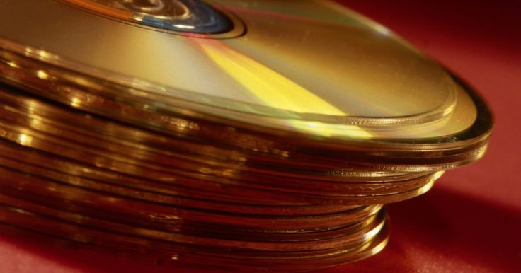 """Cómo montar un DVD en Linux. En el sistema operativo Windows un DVD se convierte en aceptable inmediatamente tan pronto como se inserta en una unidad. En Linux, un DVD tiene que ser montado como un sistema de archivos. Por lo general, el punto de montaje para la unidad de DVD/CD debe estar definido en el sistema de archivos """"fstab"""". Ten en cuenta que la sección 1 es el ..."""