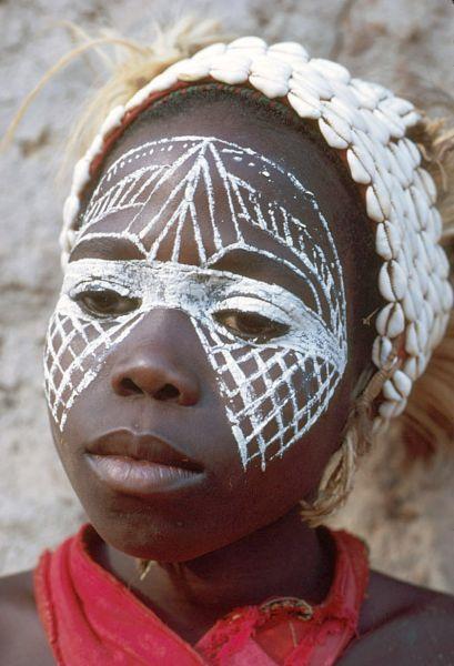 les 25 meilleures id es concernant tribus africaines sur pinterest populations tribales. Black Bedroom Furniture Sets. Home Design Ideas
