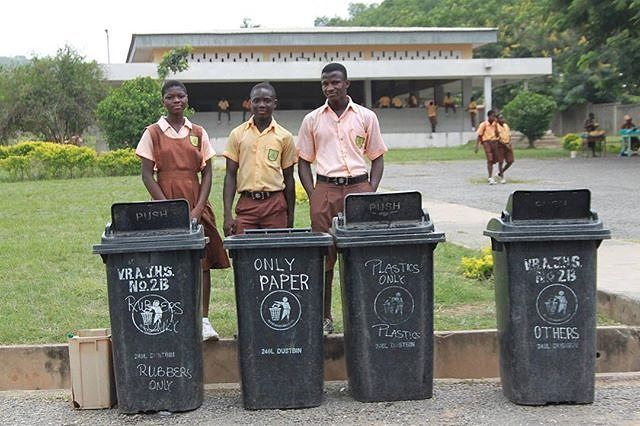 Shout out to @ecoschools_Ghana for the work they do with the students/schools in Ghana. Here the students are introduced to waste  separation in order to build sound waste management system in local communities. #reduce #reuse #recycle @ecoschools_ghana works with schools in Ghana to not only teach them how to handle and manage waste.(esp plastic waste) but to also achieve sustainable development goals. #sustainable #sustainability #green #Ghana #students #schools #ecoschools #recycle #reuse…