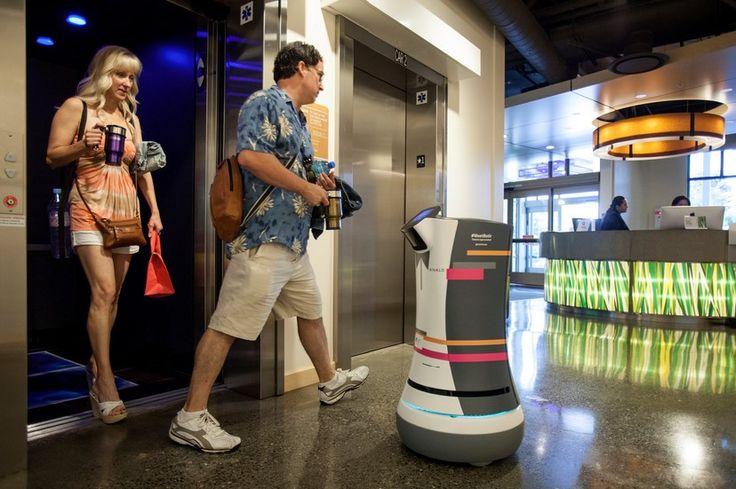 первый робот посыльный в отеле
