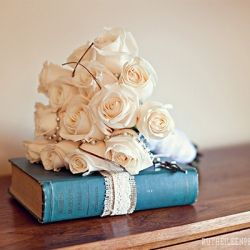 Vintage book decor ideas for your wedding! (image via Ruth Eileen Photography)