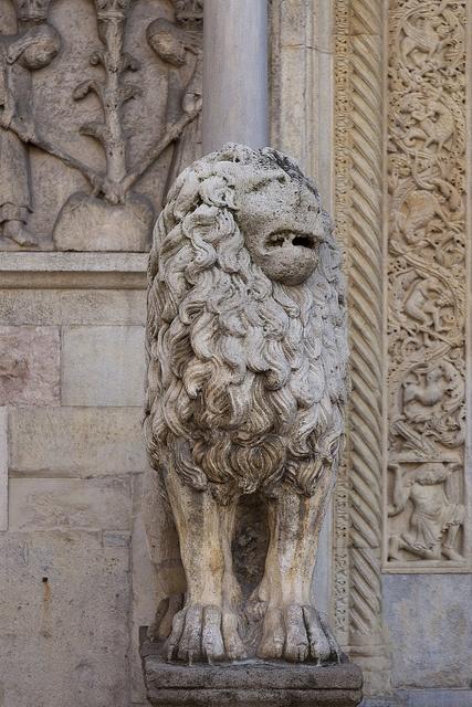 Duomo di Modena, Lion of Roman origin
