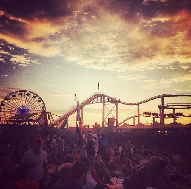 Twilight Concerts At The Santa Monica Pier Every Thursday During Summer Starting July Try One Of Our Ros Flights In Living Room Before