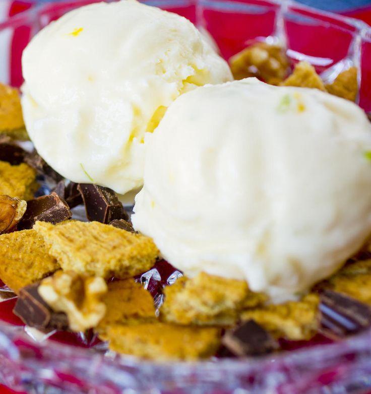 Rømmeis - Is på rømme er et friskt og godt alternativ til fløteis, og smaker veldig bra med sitron og lime.