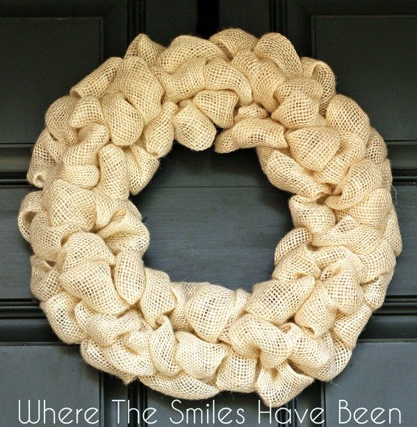 How to Make a Burlap Wreath. A complete, easy-to-follow tutorial! Make one in under 30 minutes! #wreath