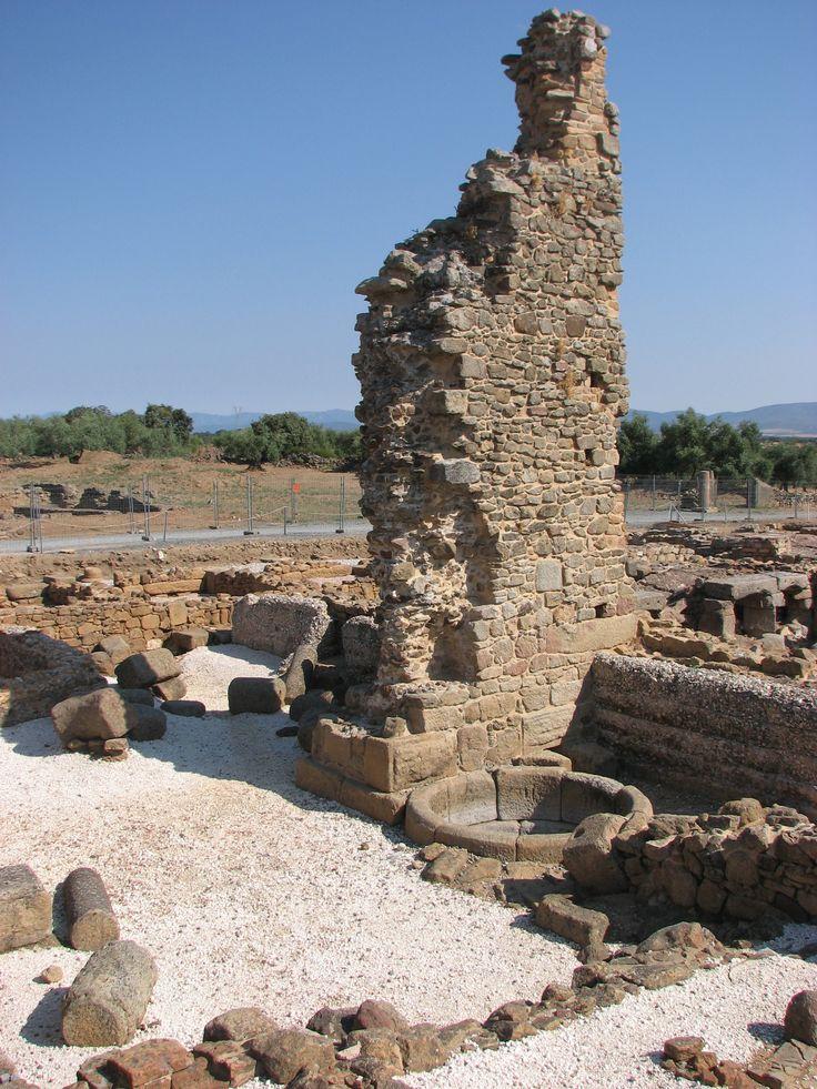 Restos de las termas de la ciudad romana de Cáparra.