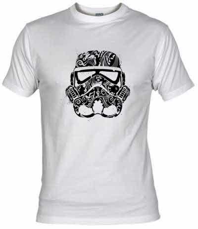 Camiseta Casco Stormtrooper Tribal.  Casco de un Storm Trooper hecho con símbolos tribales.