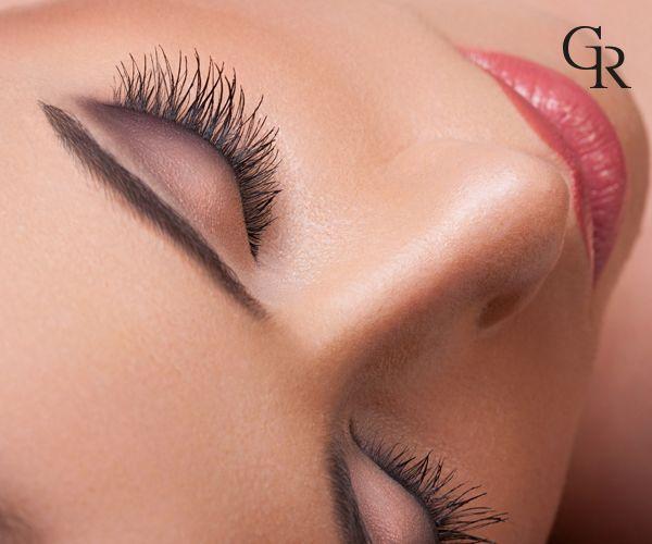 Kirpiklerinizin ortaya çıkması için, koyu kahve ya da siyah renkte eyeliner'ı kirpiklerinizin aralarına ve altlarına doğru sürün!
