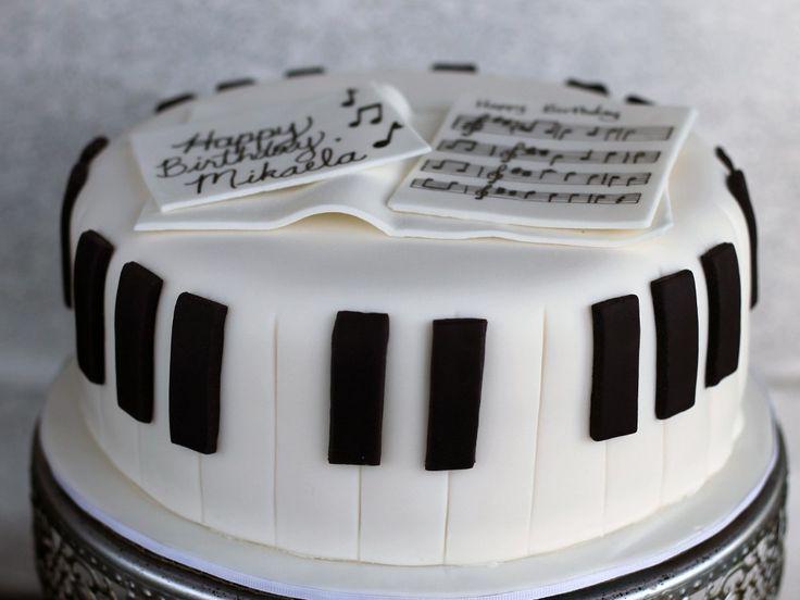 Fondant piano cake complete! Photo by Jennifer Melo