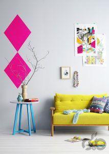 neon renkler ile sarı koltuk ve kanepeler