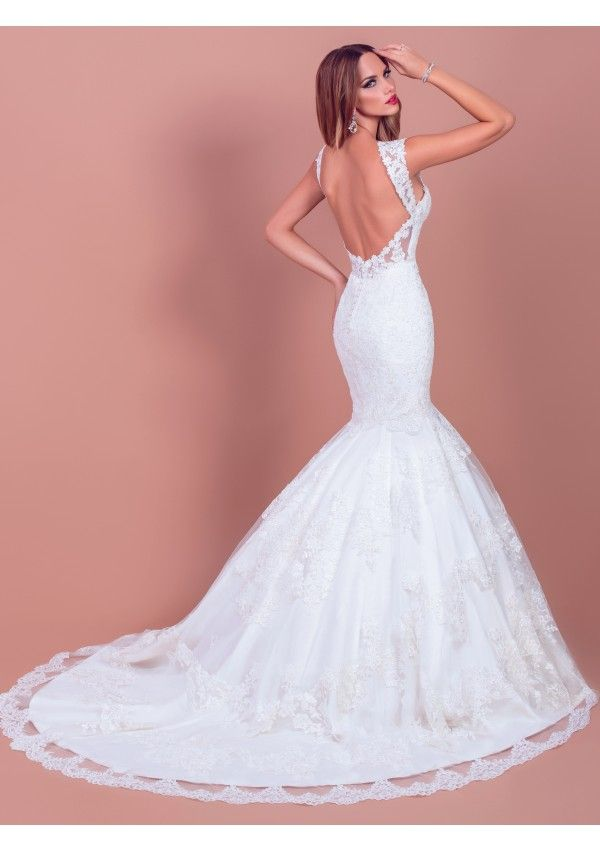 Alexa, a precious lace dress, is a wise choice for the romantic bride. The heart shaped cleavage, the delicate straps and the tiny waist create a sensuous, tall silhouette.