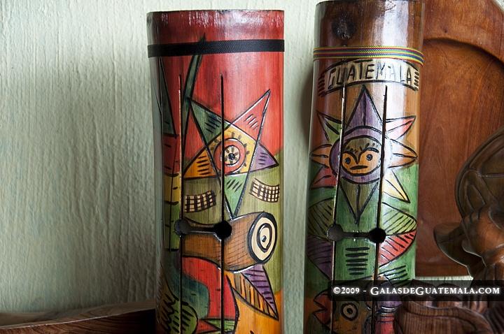 Tun instrumento elaborado en madera, tradicional en nuestra tierra, Guatemala