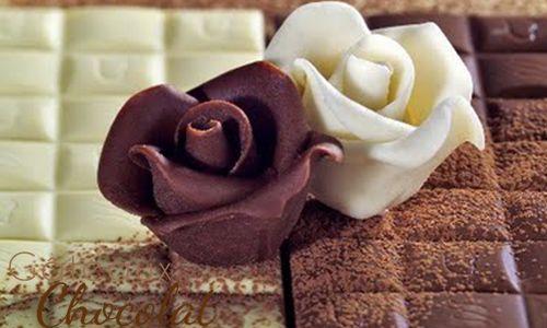 chocolat plastique : 250 g de chocolat noir ou 325 g de chocolat blanc (+colorants de votre choix) 200 g de sirop de glucose