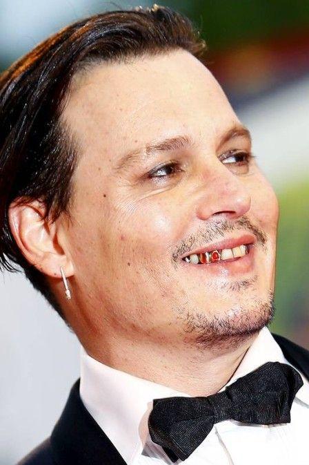 Johnny Depp surge maquiado e com dentes de rubi no Festival de Veneza | Jetss