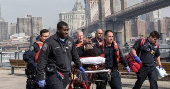 Έπεσε από τη γέφυρα του Μπρούκλιν και κατάφερε να επιζήσει!