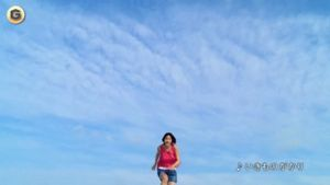 カルピスのCMで能年玲奈が海に飛び込むGIF画像 created by tito_consequuntur