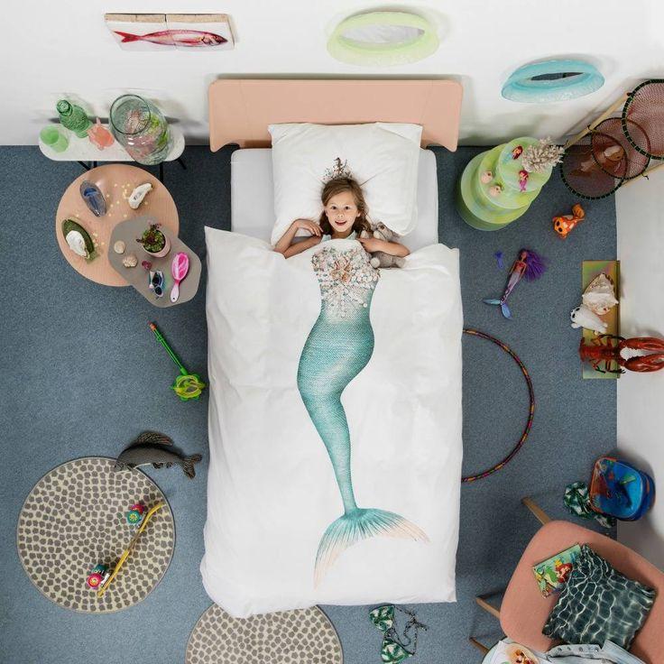 Altijd al een zeemeermin willen zijn? Met dit spetterende dekbedovertrek van Snurk kan dat! Met het kroontje op je hoofd ben je koningin in de magische onderwer