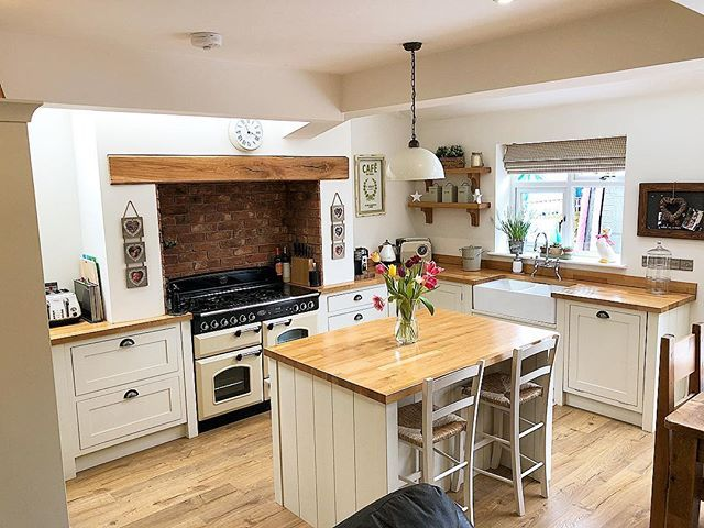 I've had some great kitchen renovation tips sent over to me recently. Thank you to everyone that has been in touch. Just wondering if you have found any particular tip the most helpful? If so which was it? I know there are a few I wish I'd know about before embarking on my new kitchen! #kitchen #kitchens #kitcheninspoweek #kitchenideas #kitcheninspo #newkitchen #kitcheninspiration #interior #interiors #interior123 #interiorlove #interiorinspo #interiordesign #interior4you #countrykitchen…