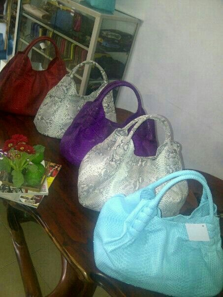 Varian color..handmade phyton skin bag.  For more orders, Email : yuns2506@yahoo.com or whatsapp :  +62 81317203406