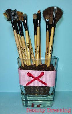 Organizing makeup brushes