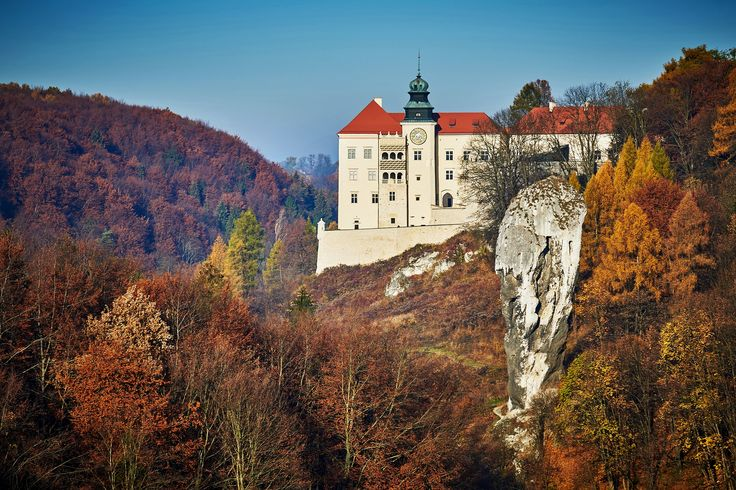 Pieskowa Skała Castle is a 14th century edifice rebuilt in renaissance and baroque style and situated in Prądnik Valley close to a 30 meters tall limestone monadnock known as Cudgel of Hercules