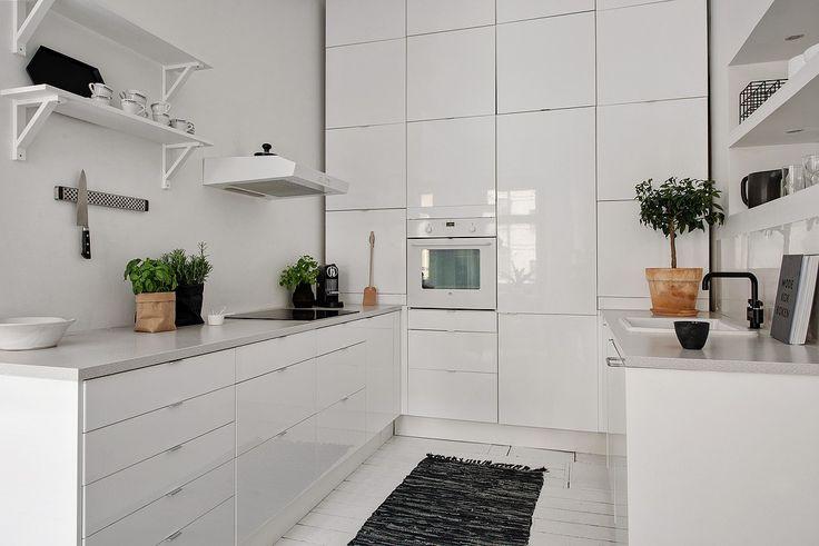 skandinavian apartment : Black and white floors - via cocolapinedesign.com