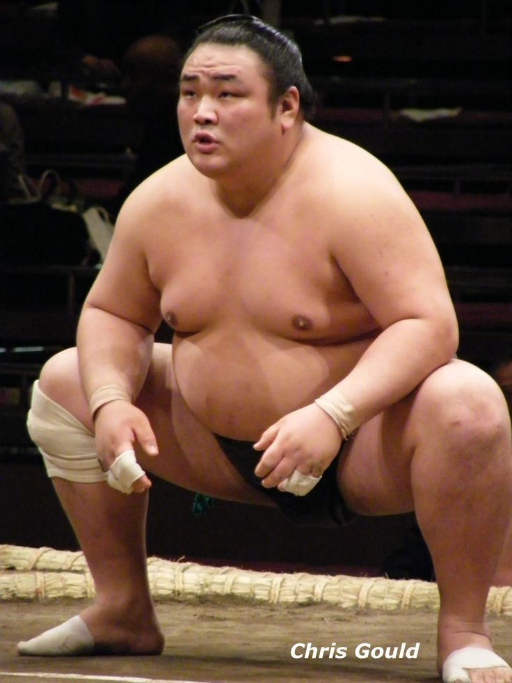 Kihakuriki (then known as Kihaku) limbers up for a match in May 2008. You couldn't meet a nicer wrestler.