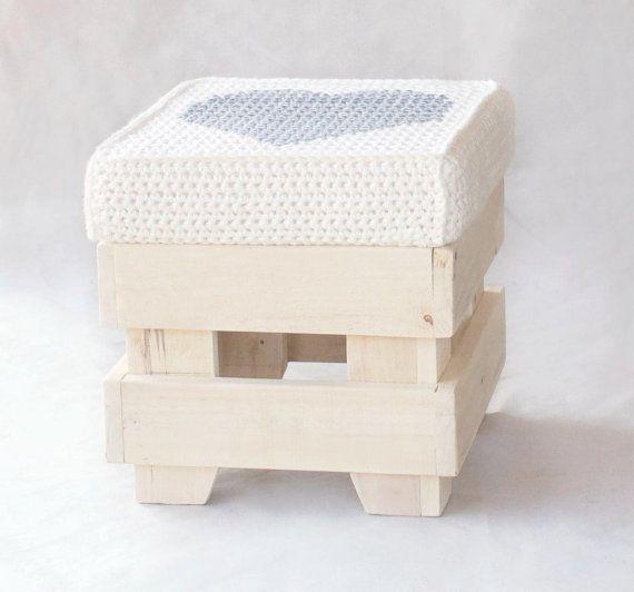 Wooden stool handmade with reclaimed wood  par LorenDesignStore, €120.00
