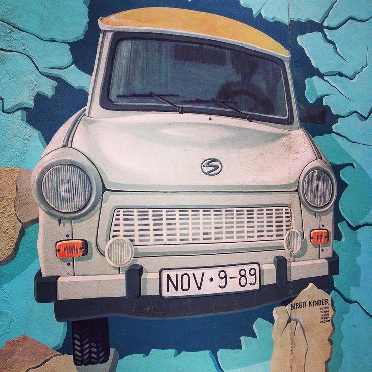 Jedna z významných maleb na zbytku berlínské zdi zvané East side gallery. #berlin #germany #berlinwall #eastsidegallery #sbatuzkem #cestovani #dnescestujem #travel #traveling #travelling #instatravel #instalike #blogger #travelblogger
