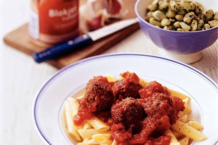 Kijk wat een lekker recept ik heb gevonden op Allerhande! Penne met kalfsgehakt-balletjes in tomatensaus