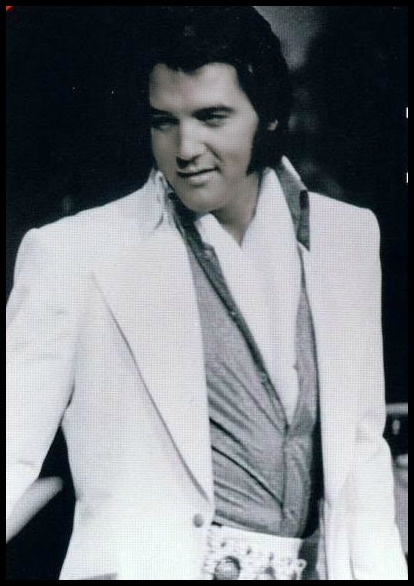 Elvis 1972 - Love this Elvis look.