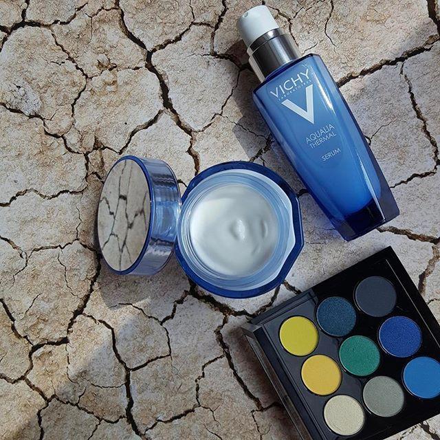 Érdemes már most beszerezni a legintenzívebb hidratálókat a közelgő nyári napokra! A #Vichy #AqualiaThermall szérum és krém még a legszárazabb bőrt is feltölti nedvességgel.A jól hidratált ragyogó bőrön pedig még szebben mutatnak az új trendek élénk és pasztell sminkszínei amit ebben a mesés #MAC szemhéjpúder palettában mind megtalálunk.  #elle #ellehungary #cream #newcolours  via ELLE HUNGARY MAGAZINE OFFICIAL INSTAGRAM - Fashion Campaigns  Haute Couture  Advertising  Editorial Photography…